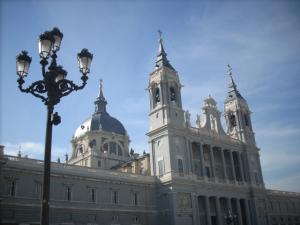 Kostenlos Kirchen in Madrid besichtigen. Catedral de la Almudena, Madrid