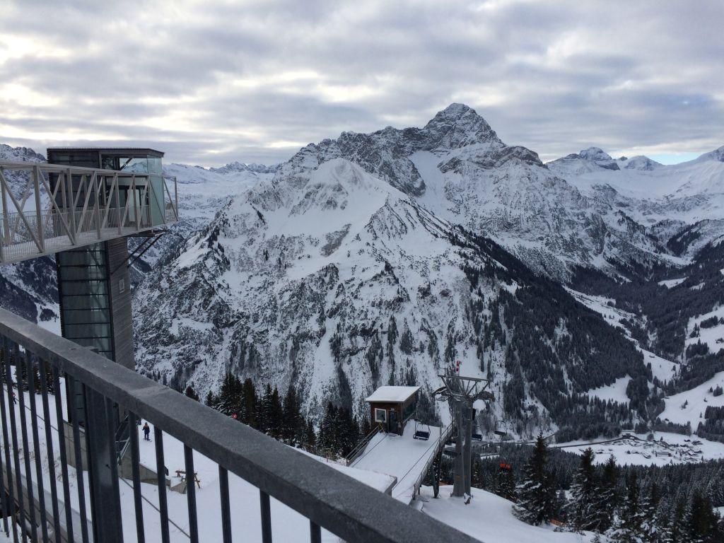 Aussicht von der Gipfelstation am Walmendingerhorn
