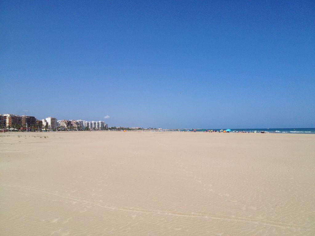 Der Strand in Puerto de Sagunto