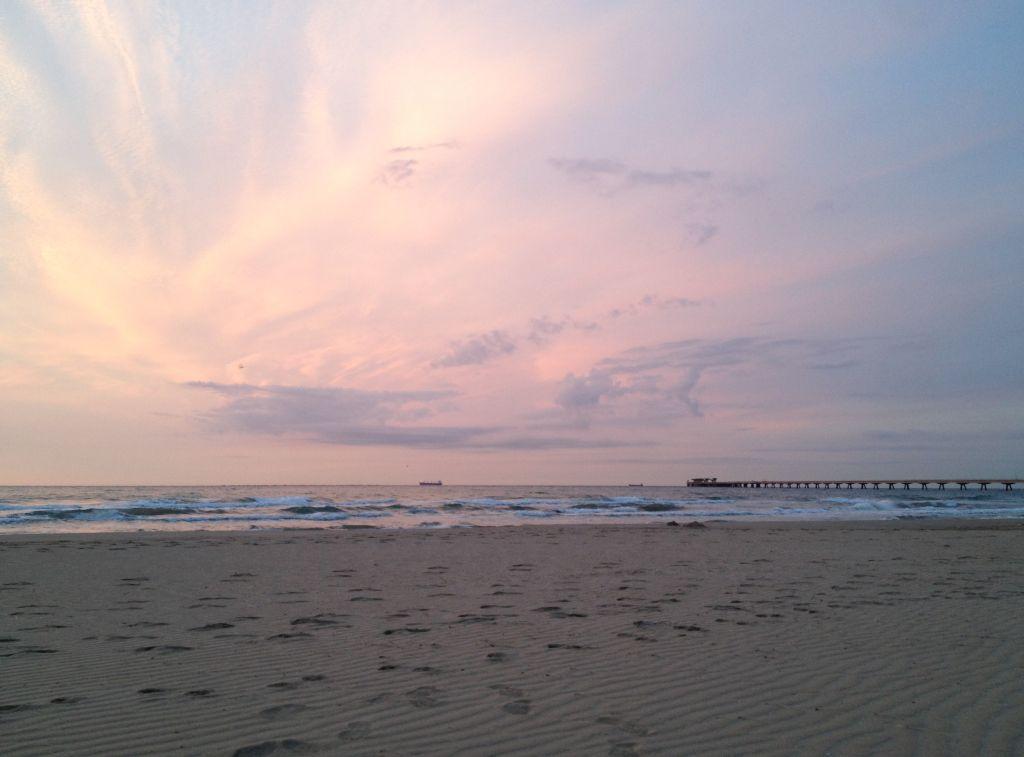 Morgendämmerung am Strand in Puerto de Sagunto