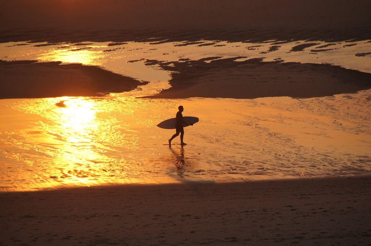 In Frankreich Surfen lernen