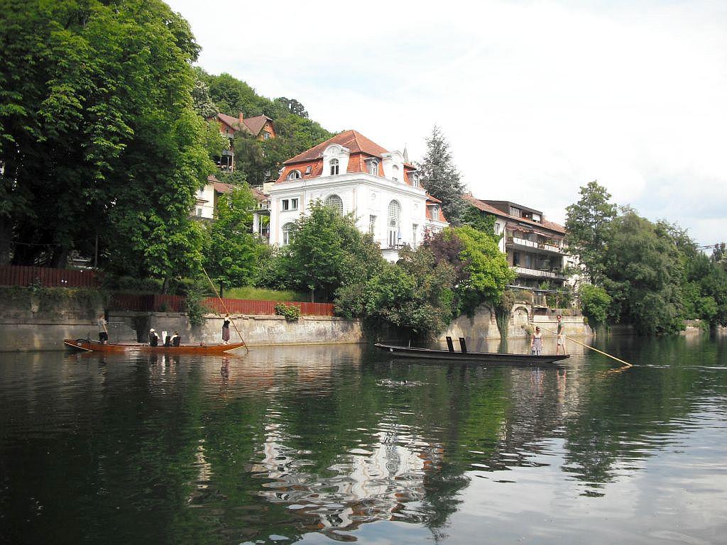 Stocherkähne auf dem Neckar in Tübingen
