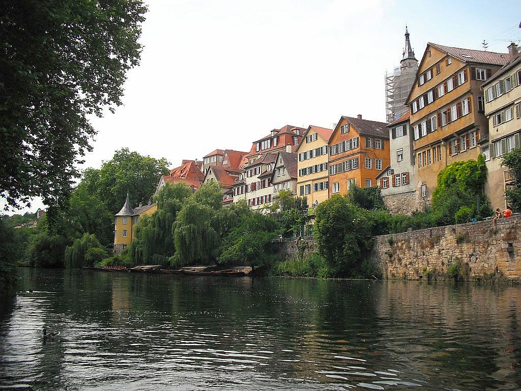 Schöner Blick auf Tübingen vom Wasser aus