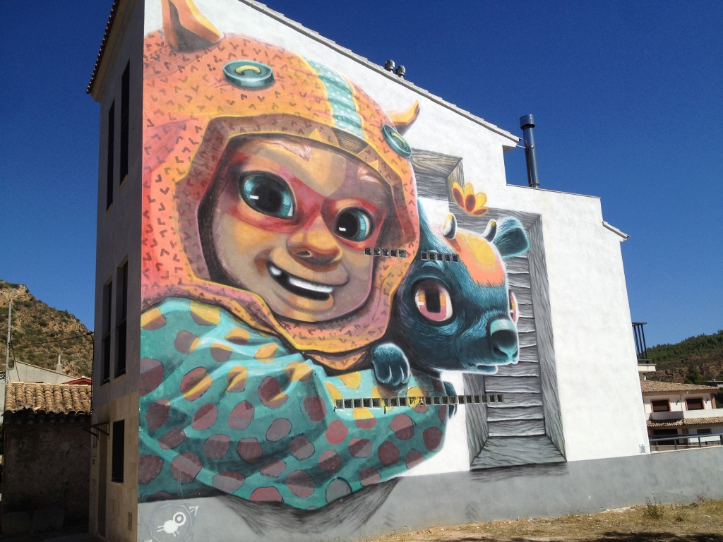 Großes Graffiti an einer Fassade in Fanzara