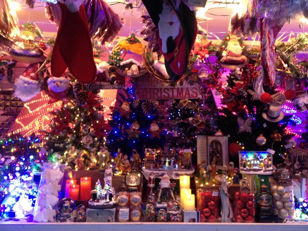 Bunte Lichter auf dem Weihnachtsmarkt