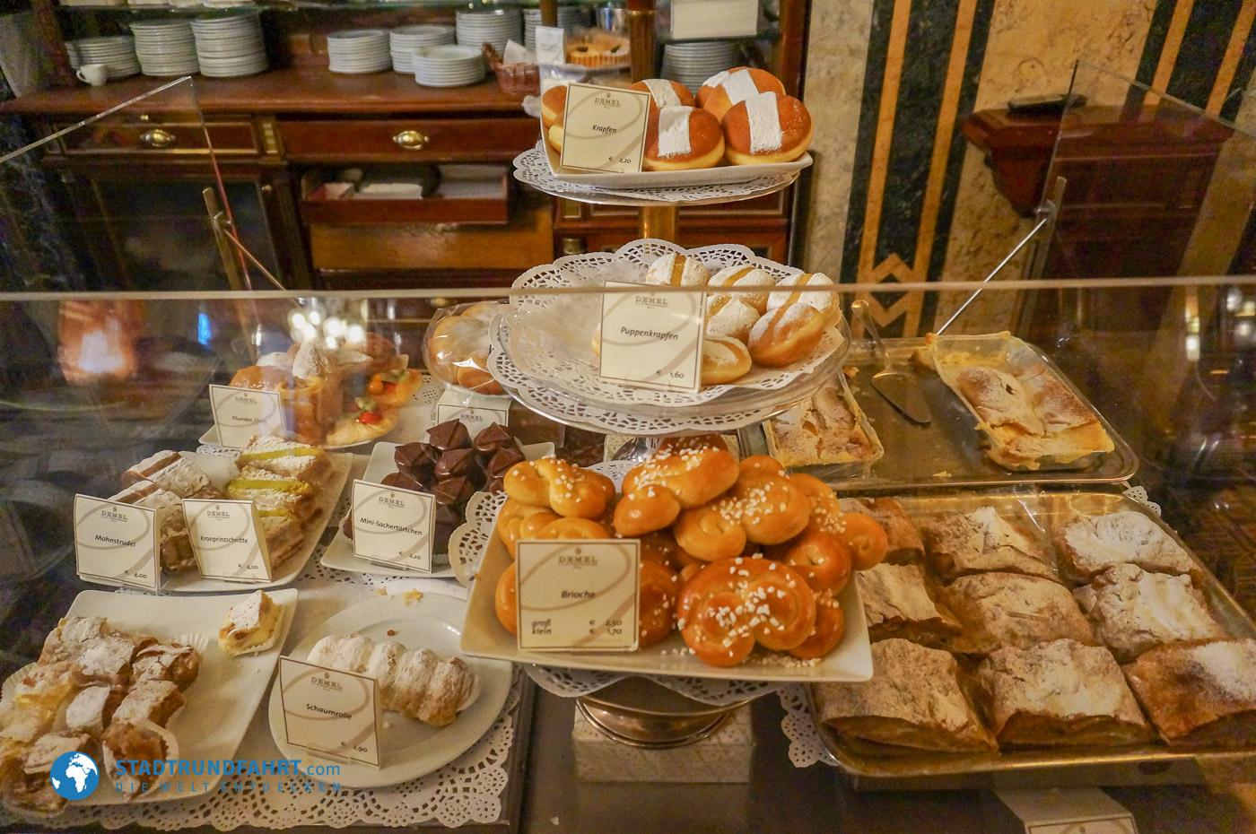 Köstliche Speisen in einem Wiener Kaffeehaus