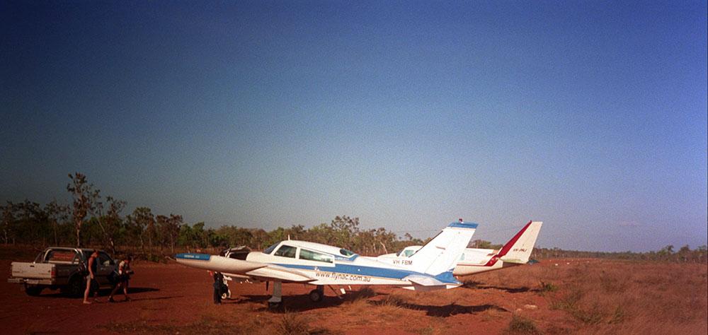 Flugzeuge auf dem Airstrip von Pungalina Station