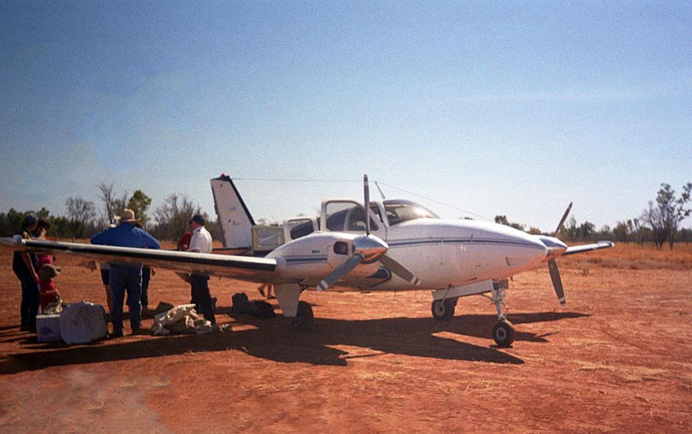 Zwischenlandung beim Gulf Mail Run im Outback in Australien